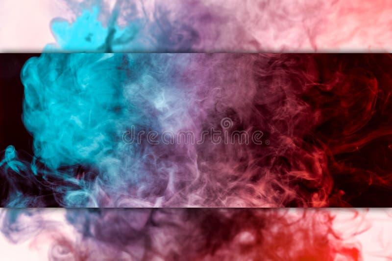 Mouvement abstrait gel? du rouge d'explosion et de la fum?e bleue illustration stock