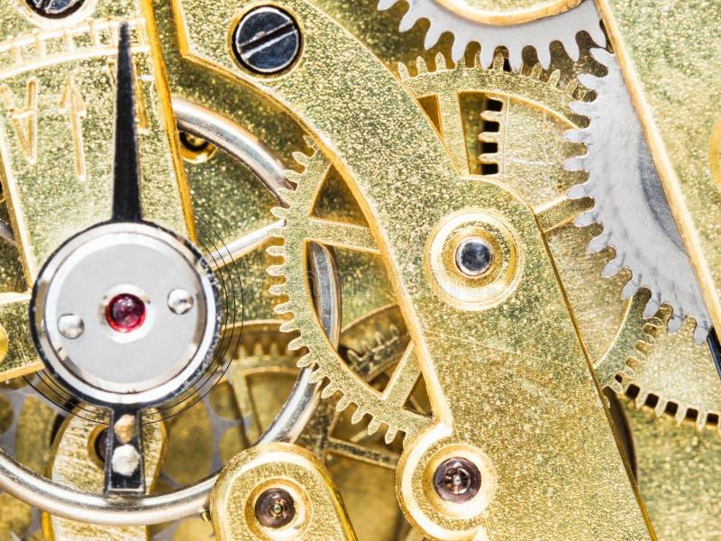Mouvement en laiton dans la montre de poche antique photos libres de droits