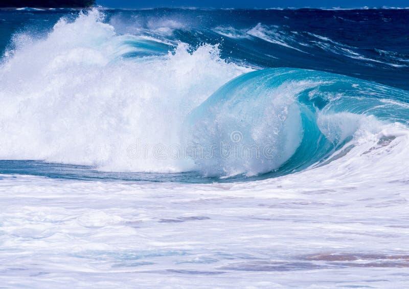 Mouvement gelé des ressacs outre d'Hawaï photographie stock libre de droits