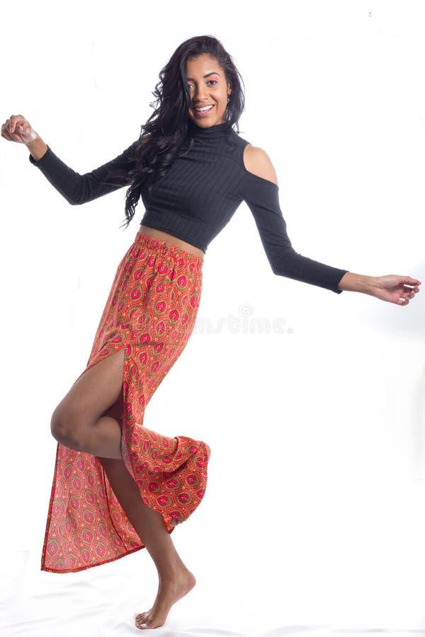 mouvement spontané drôle Orang-outan de port de femme d'Afrodescendant image libre de droits