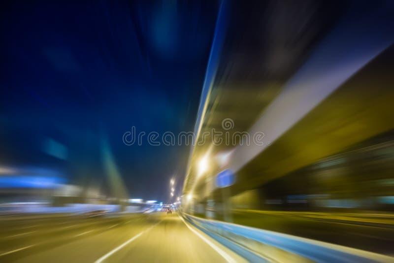 Mouvement ultra-rapide la nuit image stock