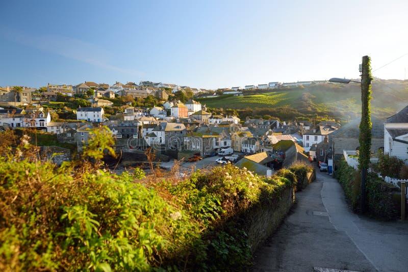 Mova Isaac, uma aldeia piscatória pequena e pitoresca na costa atlântica de Cornualha norte, Inglaterra, Reino Unido, famoso como imagens de stock royalty free
