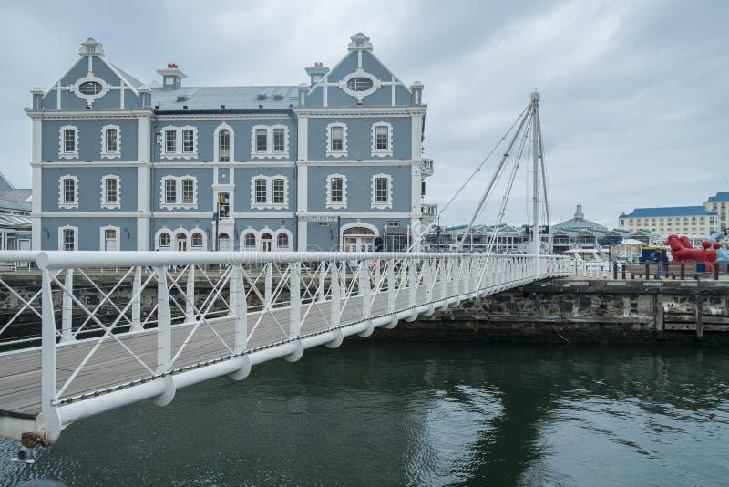 Movable most przy nabrzeża schronieniem obraz royalty free