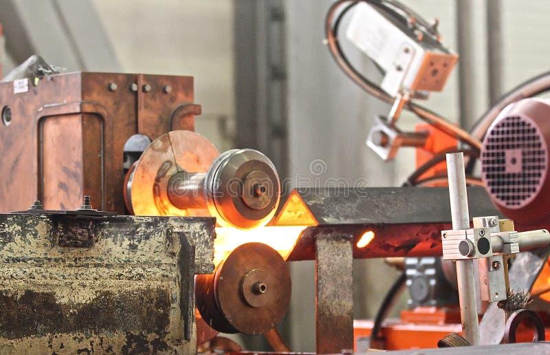 Movendo a haste de metal caloroso imagens de stock