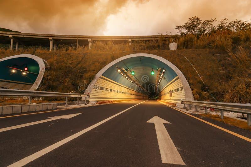 Movente rapidamente no túnel foto de stock