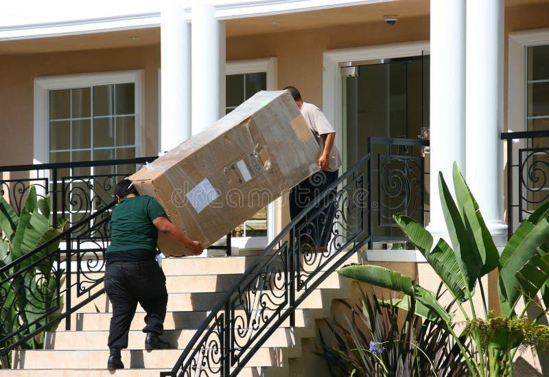 Mover-se no apartamento imagens de stock