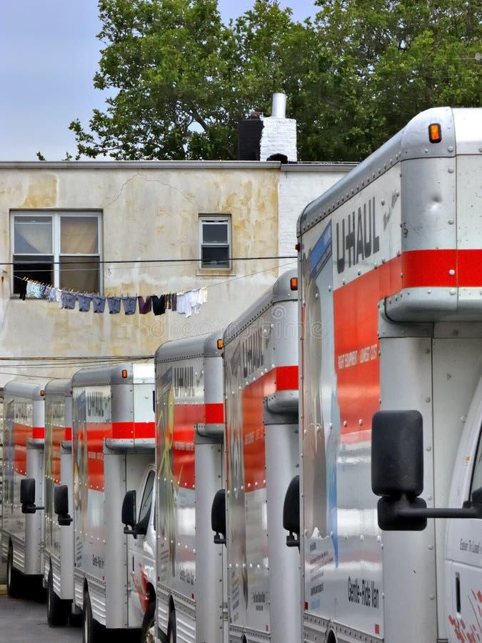 Movers För Brooklyn Bussgaragetransportsträcka Ready Lastbilar U Redaktionell Arkivbild
