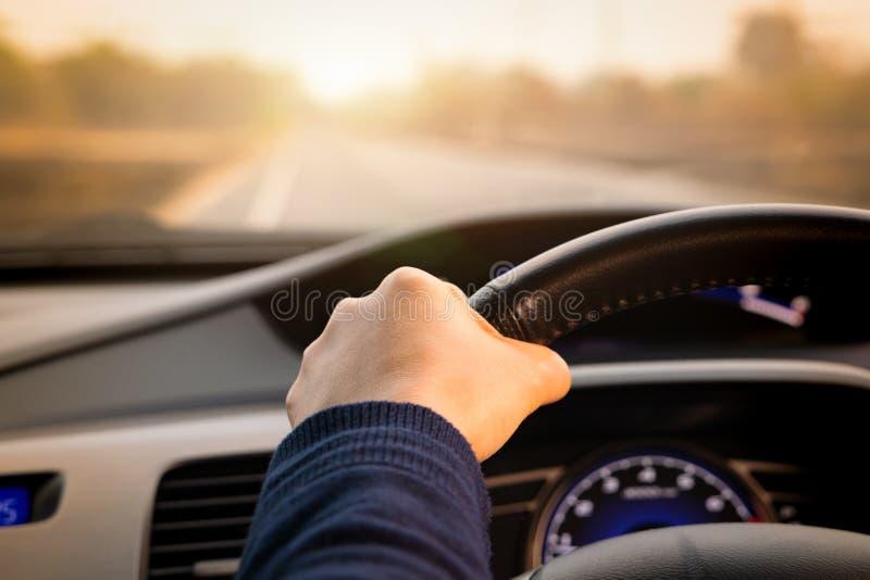 Movimentação, controle de velocidade e distância seguros da segurança na estrada, conduzindo com segurança imagem de stock royalty free