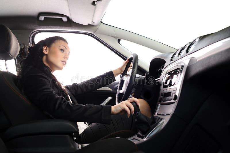 Movimentação da mulher de negócios o carro fotos de stock