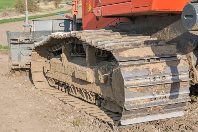 Movimentação de corrente de uma escavadora em detalhe imagens de stock royalty free