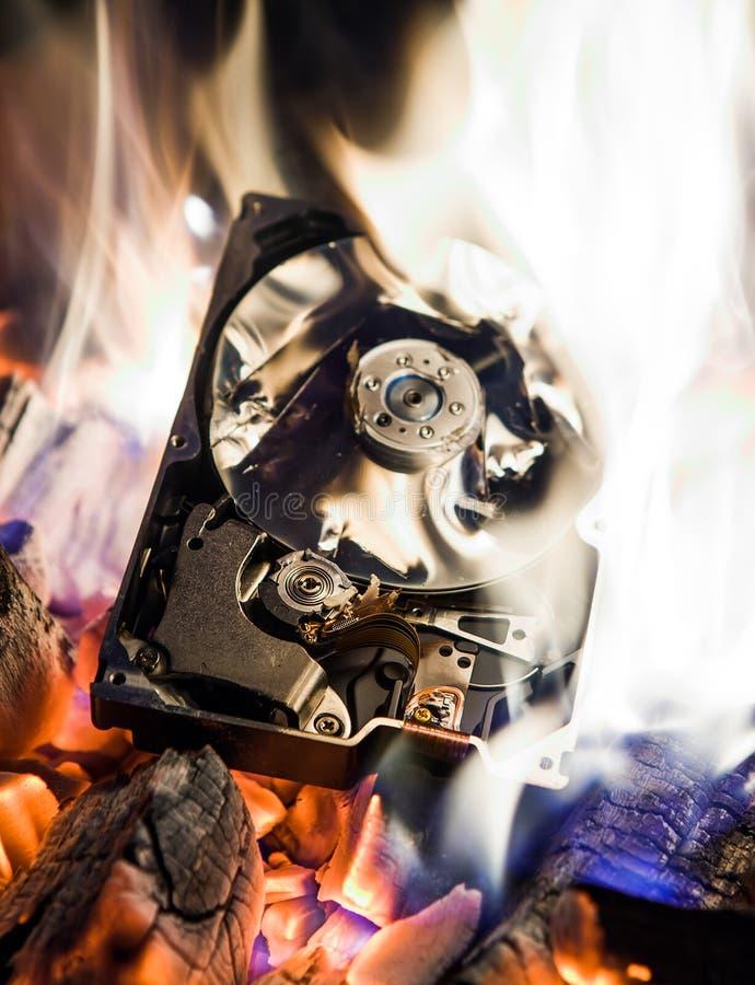 Movimentação de disco rígido em um fogo imagens de stock royalty free