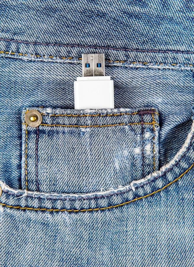 Movimentação de USB no bolso fotos de stock royalty free