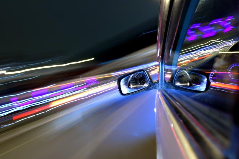 Movimentação do carro da noite fotografia de stock
