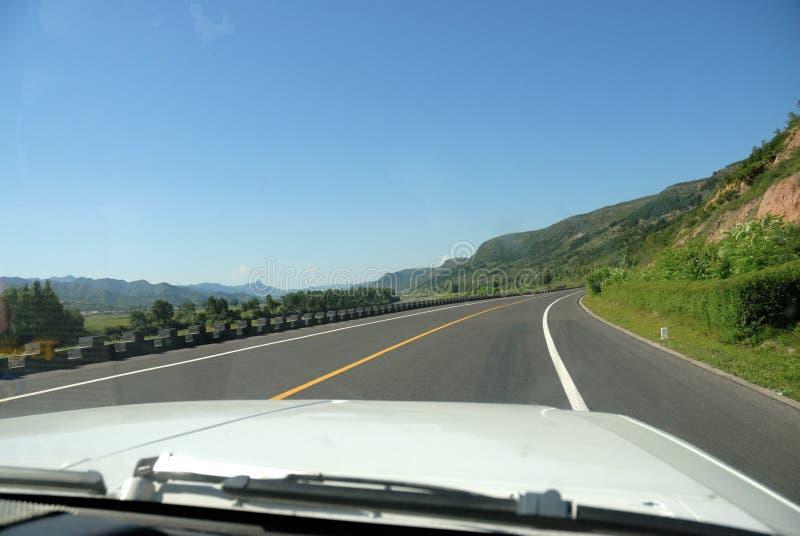 Movimentação do carro na estrada imagens de stock royalty free