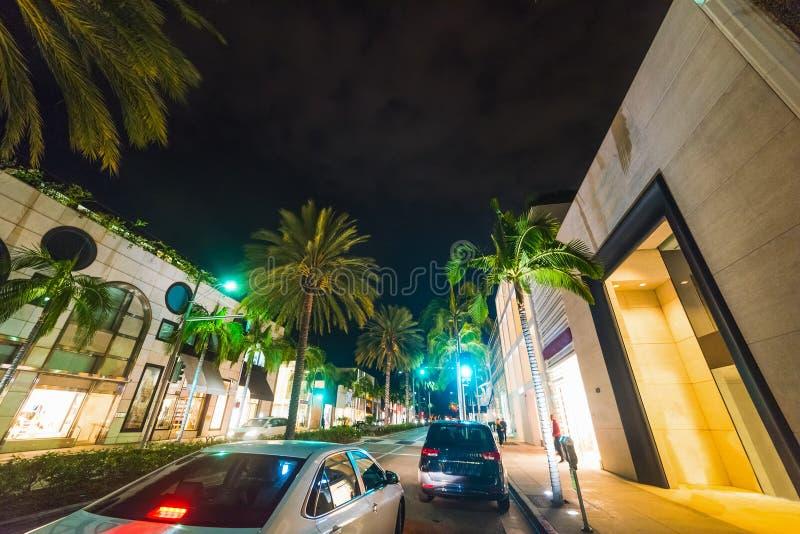 Movimentação do rodeio em Beverly Hills na noite imagens de stock