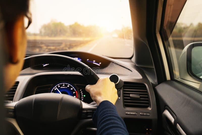Movimenta??o, controle de velocidade e dist?ncia seguros da seguran?a na estrada, conduzindo com seguran?a imagens de stock royalty free