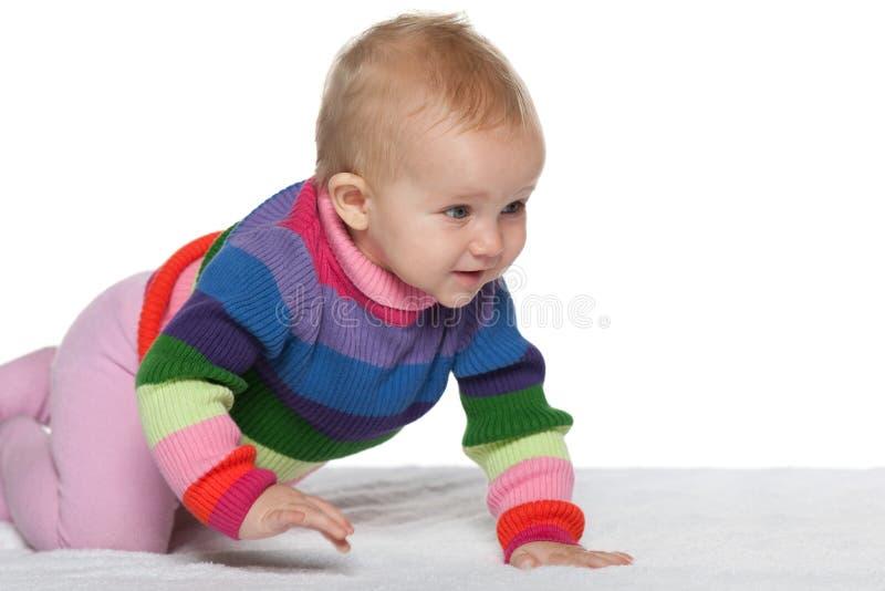 Movimenti striscianti della neonata immagine stock