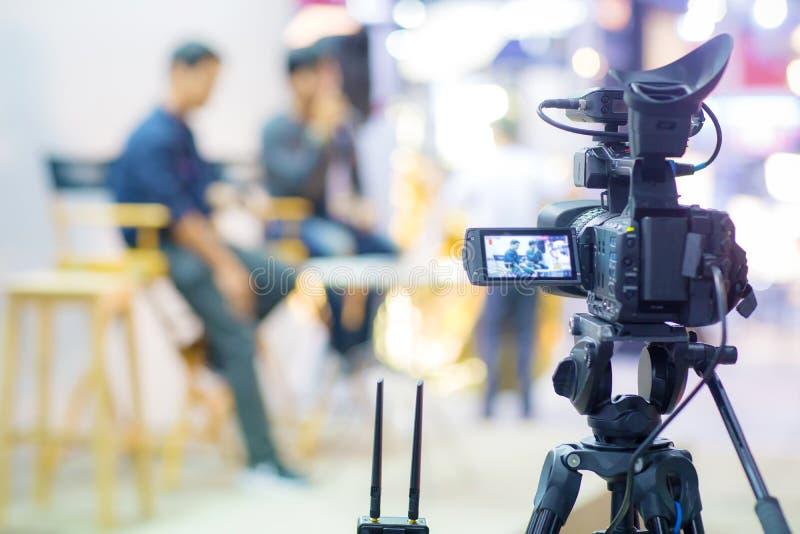 Movimento da captura da imagem do visor da mostra da câmera na cerimônia de casamento da entrevista ou da transmissão fotos de stock royalty free