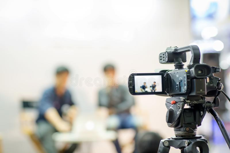 movimento da captura da imagem do visor da mostra da câmera na cerimônia de casamento da entrevista ou da transmissão, sentimento imagens de stock