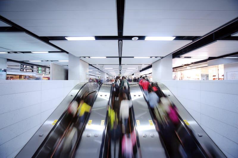 Movimento da escada rolante foto de stock