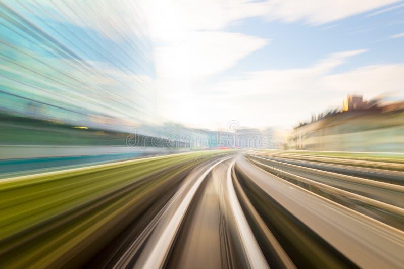 Movimento da velocidade no túnel urbano da estrada da estrada fotos de stock royalty free