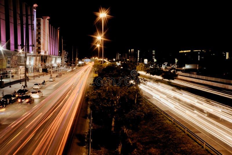 Movimento di notte del sobborgo di Bangkok immagine stock