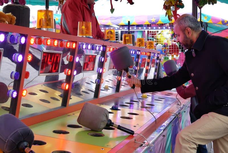 Movimento dos povos que jogam o jogo do soco no carnaval dos divertimentos da costa oeste fotografia de stock royalty free