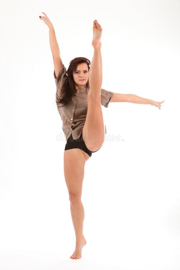 Movimento elevado da dança do retrocesso pela mulher nova bonita fotos de stock