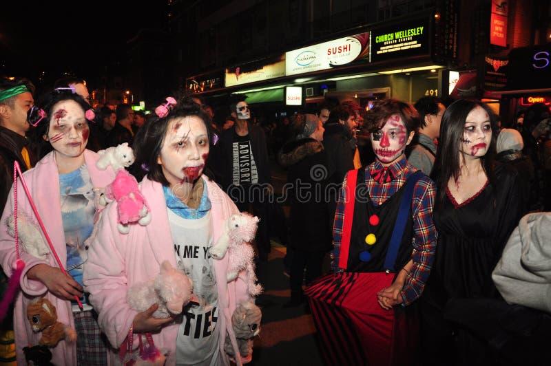 Movimento strisciante dello zombie e parata 2015, Toronto, Ontario, Canada fotografie stock libere da diritti