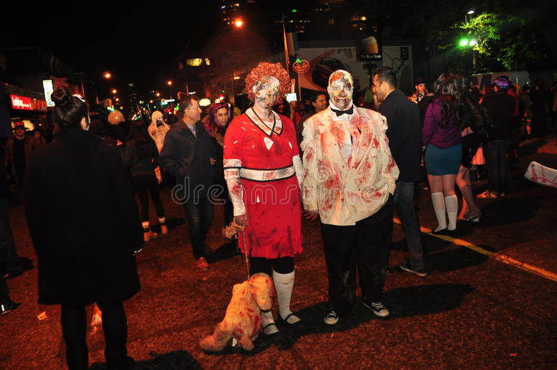 Movimento strisciante dello zombie e parata 2015, via della chiesa, Toronto, Ontario, Canada fotografia stock libera da diritti