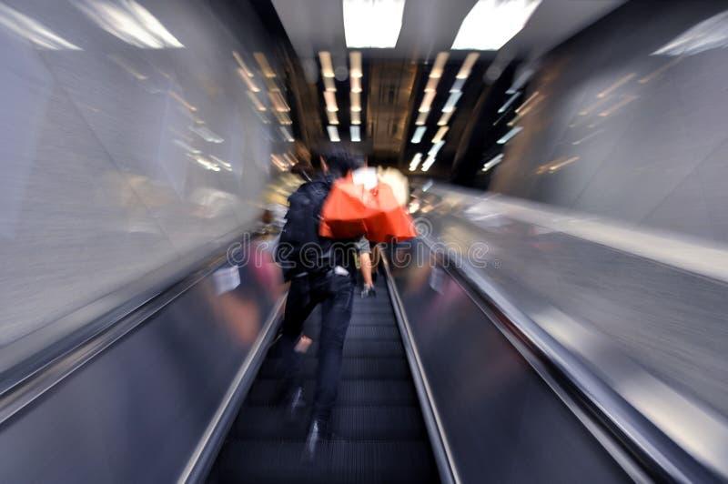 Movimiento de la escalera móvil fotos de archivo