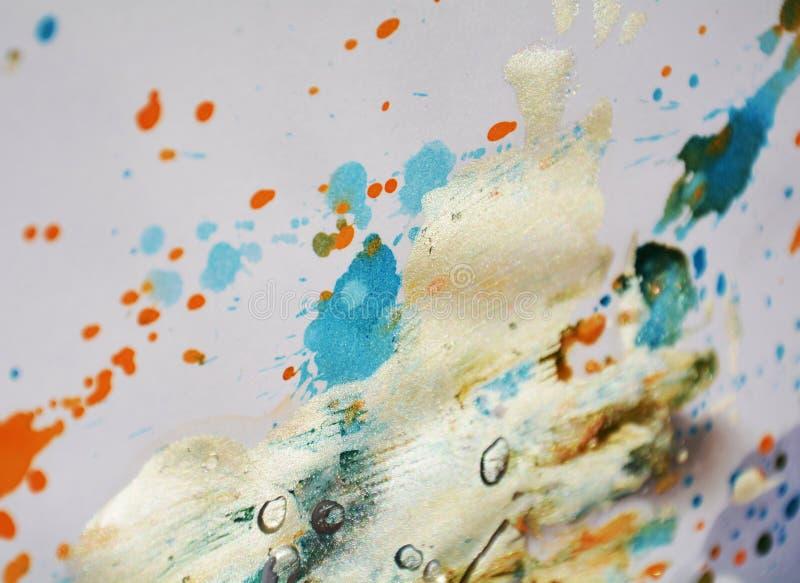 Movimientos anaranjados de la brocha de la acuarela del blanco de gris plateados, tonalidades, puntos fotos de archivo libres de regalías