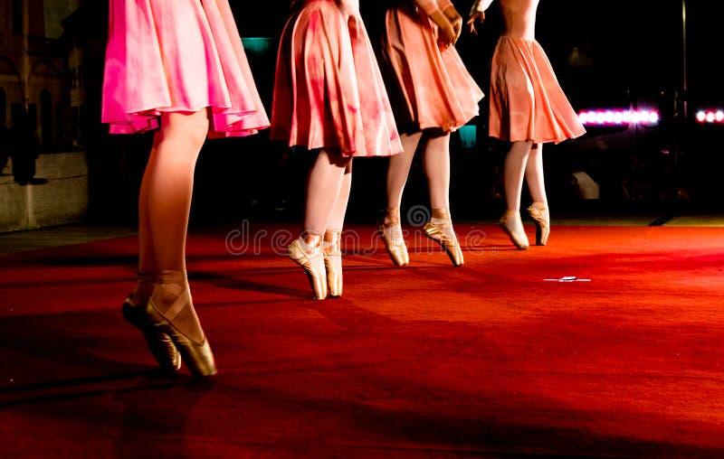 Movimientos clásicos de la danza foto de archivo libre de regalías