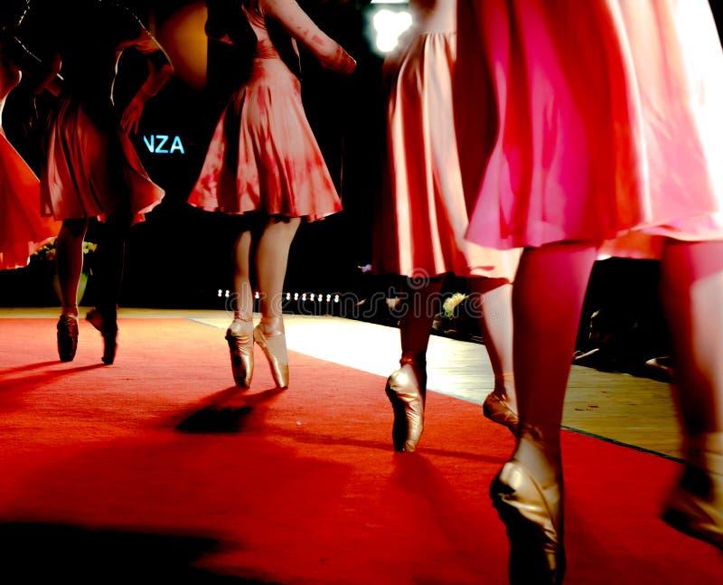 Movimientos clásicos de la danza imagen de archivo
