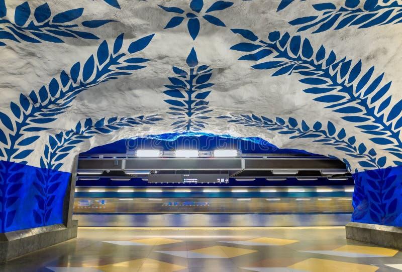 Moving метро Стокгольма поезда или T-Cen центральной станции tunnelbana стоковые изображения rf