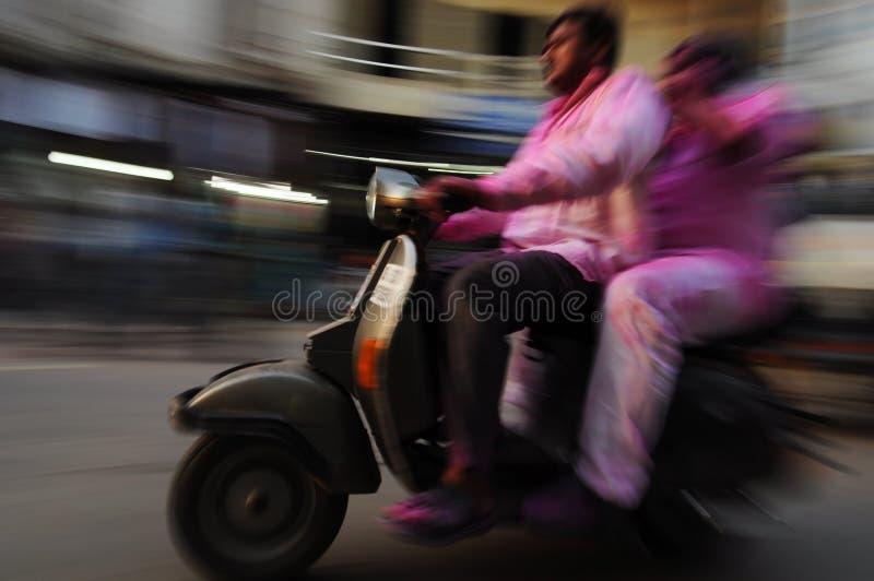 Download Moving Motorbike, Gammala Delhi, Indien Redaktionell Arkivfoto - Bild av chaufför, stad: 27288168