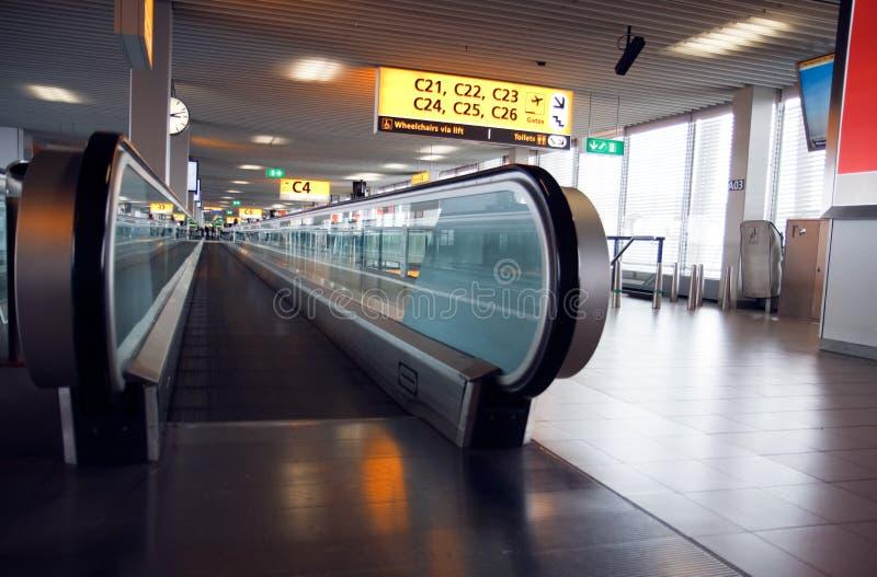 moving walkway för flygplats arkivbild