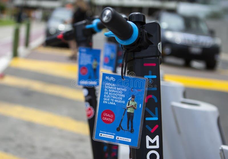 Movo, un servizio locativo del motorino elettrico, lanci a Lima fotografie stock libere da diritti