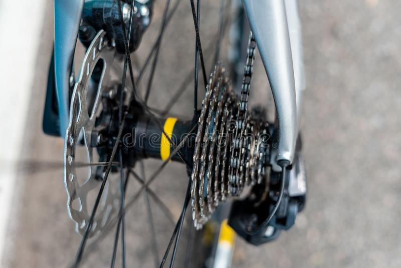 Moyeu de roue arrière de bicyclette de route photographie stock libre de droits