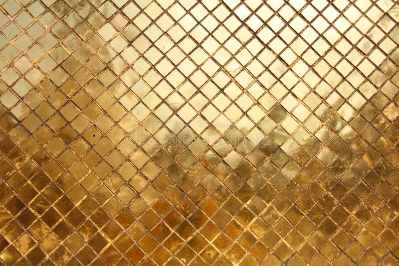 Mozaïek dat van gouden tegels, achtergrond wordt gemaakt royalty-vrije stock fotografie