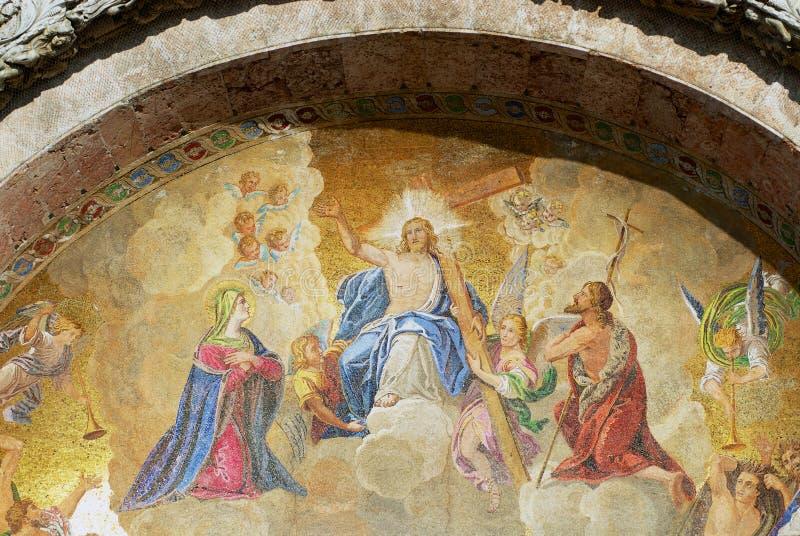 Mozaïek van Jezus Christus in het paradijs met het kruis en bezocht door engelen in de Basilica van Saint Mark in Venetië, Italië stock foto's