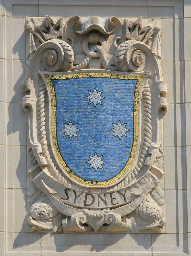 Mozaïekschild van beroemde havenstad Sydney bij de voorgevel van de Vreedzame de Lijnen van Verenigde Staten lijn-Panama Bouw stock afbeelding