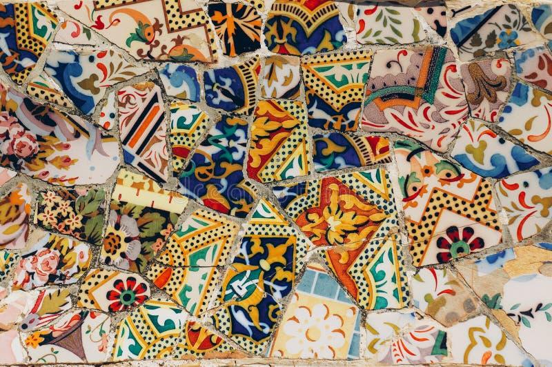 Mozaika na ławce w Parkowym Guell Gaudi Barcelona Hiszpania obrazy royalty free