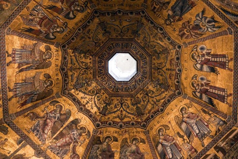 Mozaiki stropuje przy Baptistery San Giovanni Battistero obraz stock