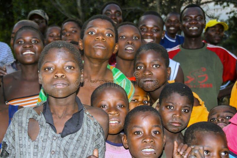 MOZAMBIK, LISTOPAD 6: chłopiec zdumiewający przód kamera Listopad 6, 2007, Mozambik obraz royalty free