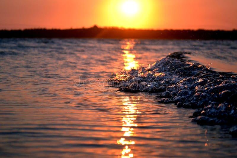 Mozambiqe de la puesta del sol de la onda fotos de archivo libres de regalías