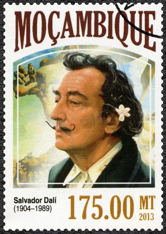 MOZAMBIQUE - 2013: toont Salvador Dali 1904-1989, schilder stock afbeelding