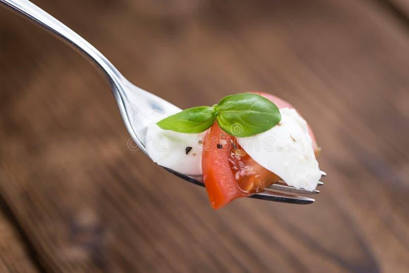 Download Mozarella的部分与蕃茄和Balsamico选矿的 库存图片 - 图片 包括有 饮食, 食物: 72373943