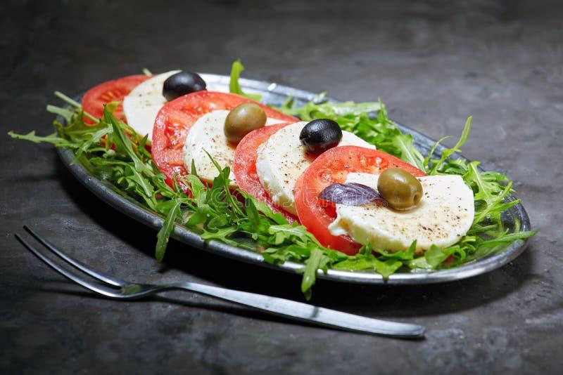 Mozarella met gesneden tomaten, stock foto