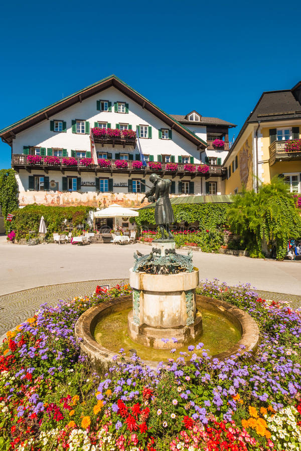 Mozartplatz (квадрат Mozart) в St Gilgen, Австрии стоковая фотография rf